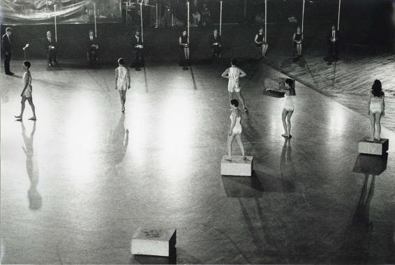 Deborah Hay, Solo, 9 Evenings: Theatre & Engineering, October 1966, Photo by Adelaide de Menil